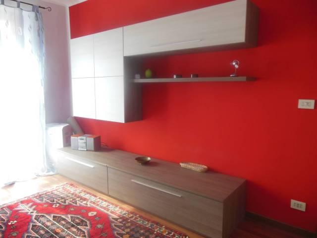 Immagine immobiliare Via Romagnano 18 , in casa d'epoca . Appartamento Ristrutturato , dotato di impianto di RISCALDAMENTO AUTONOMO , composto da ingresso , da ballatoio , su zona giorno con angolo cottura , disimpegno , soggiorno , camera da letto , bagno , 2 balconi...