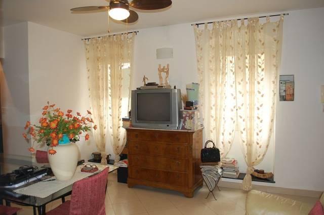 Appartamento in vendita a Imperia, 4 locali, prezzo € 345.000 | CambioCasa.it