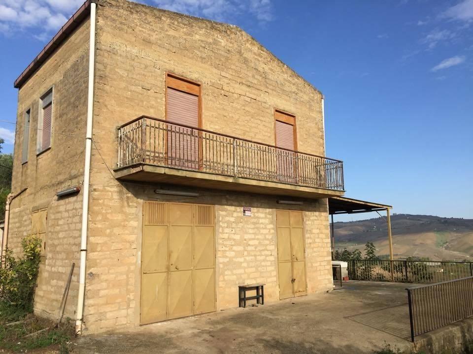 Rustico / Casale in buone condizioni in vendita Rif. 8719742