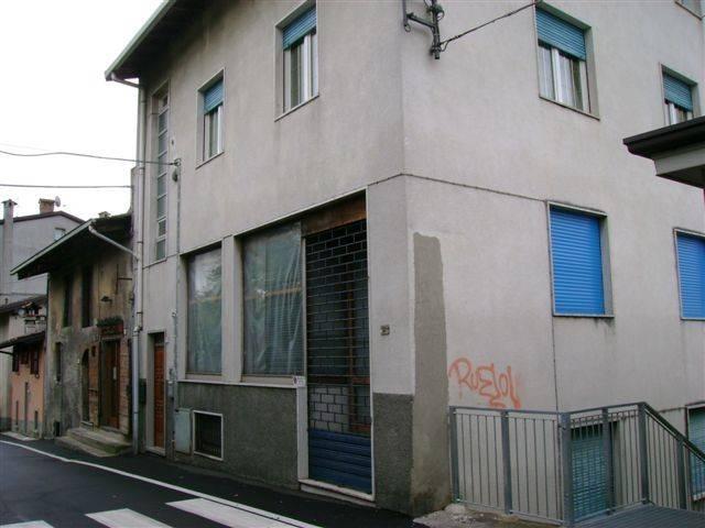 Appartamento in buone condizioni arredato in affitto Rif. 4394018