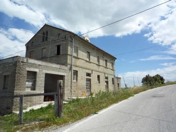 Rustico / Casale in buone condizioni in vendita Rif. 7856917