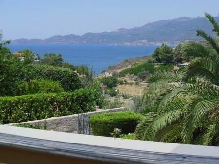 Appartamento in villa bifamiliare con ampia terrazza con spettacolare vista mare