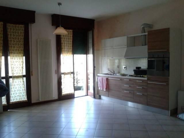Appartamento in Affitto a Correggio Semicentro: 3 locali, 85 mq