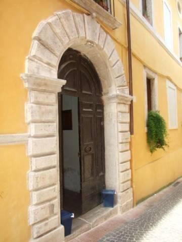 Appartamento da ristrutturare in vendita Rif. 7240960