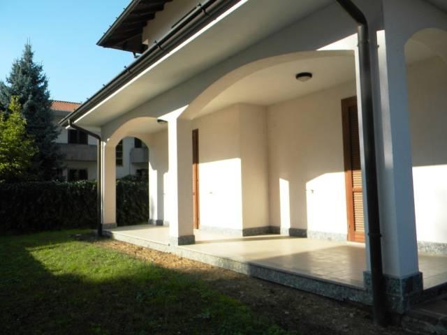 Villa in vendita a Magnago, 4 locali, prezzo € 350.000 | CambioCasa.it