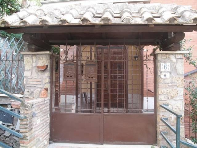 Appartamento in ottime condizioni parzialmente arredato in affitto Rif. 7040074
