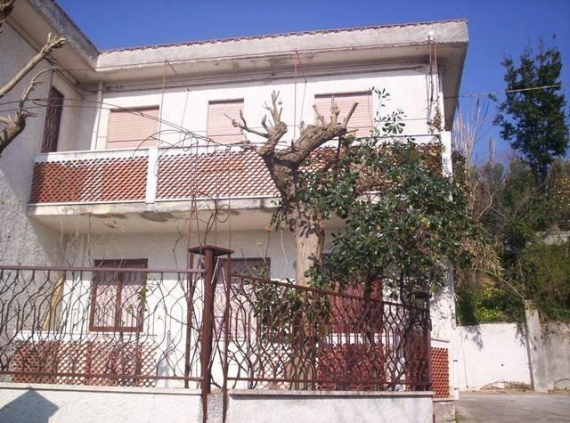 Villa da ristrutturare in vendita Rif. 4842848