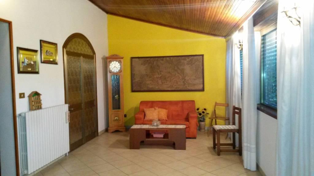 Villa in vendita a Caravate, 3 locali, prezzo € 130.000 | CambioCasa.it
