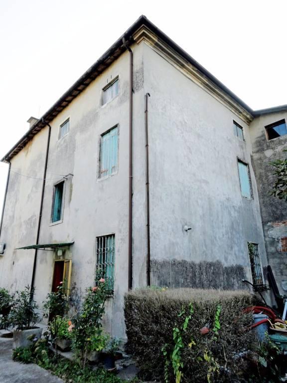 Villa da ristrutturare in vendita Rif. 8999639