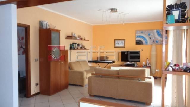 Appartamento in buone condizioni in vendita Rif. 7926116