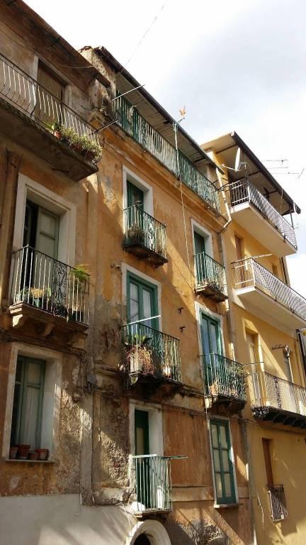 Stabile / Palazzo da ristrutturare arredato in vendita