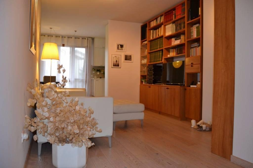 Appartamento in ottime condizioni arredato in vendita Rif. 8895141