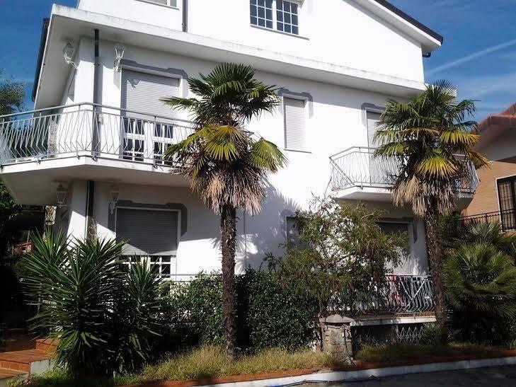 Appartamento in affitto a Loano, 3 locali, prezzo € 700 | CambioCasa.it
