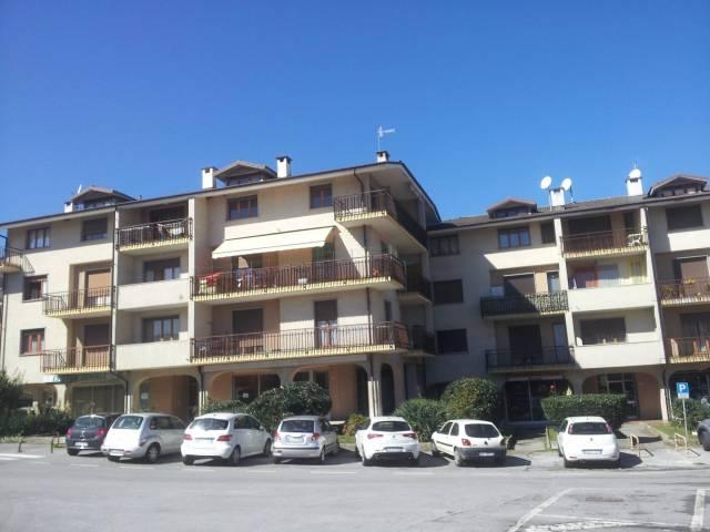 Appartamento in buone condizioni in affitto Rif. 4204947