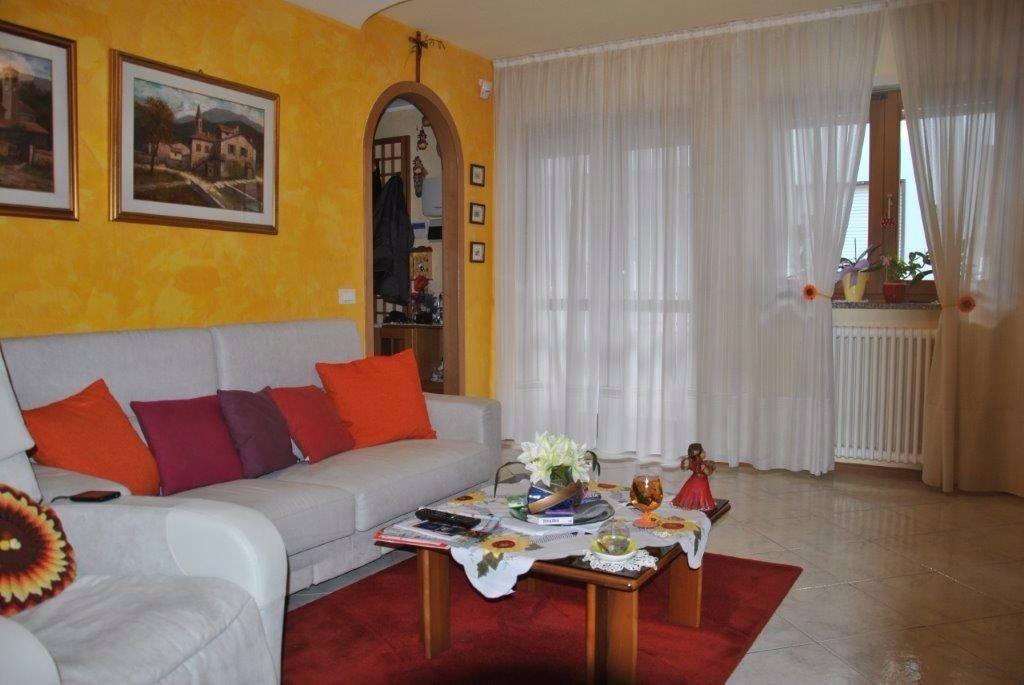 Appartamento in ottime condizioni parzialmente arredato in vendita Rif. 7346797