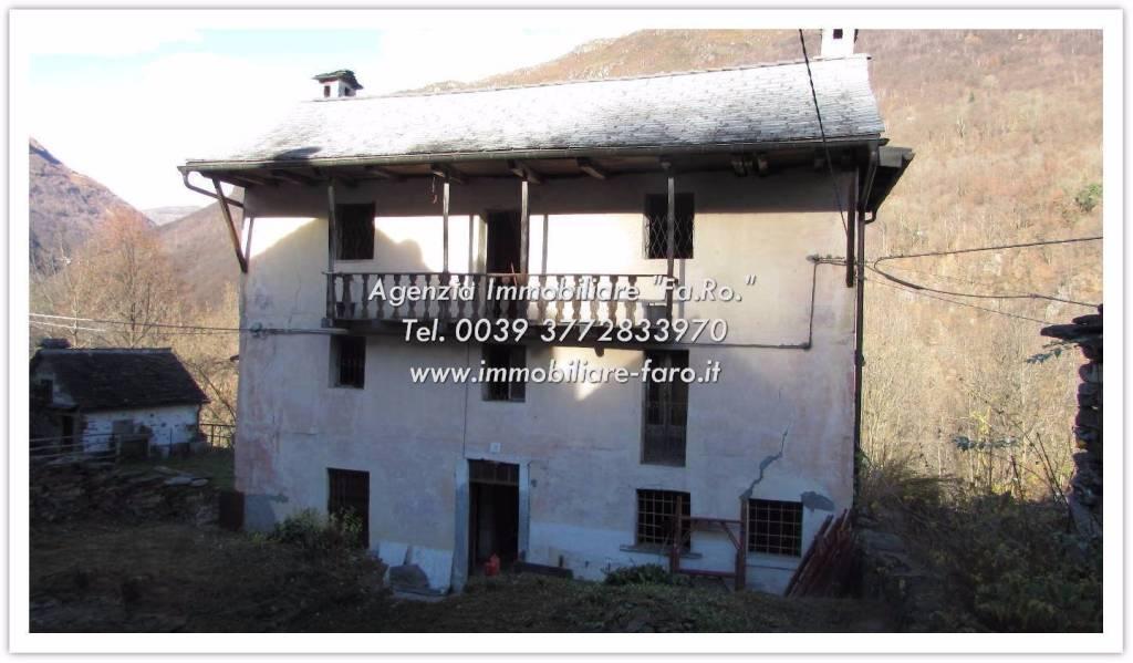 Villa in vendita a Cannobio, 5 locali, prezzo € 98.000 | CambioCasa.it