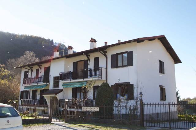 Appartamento in buone condizioni parzialmente arredato in vendita Rif. 5084287