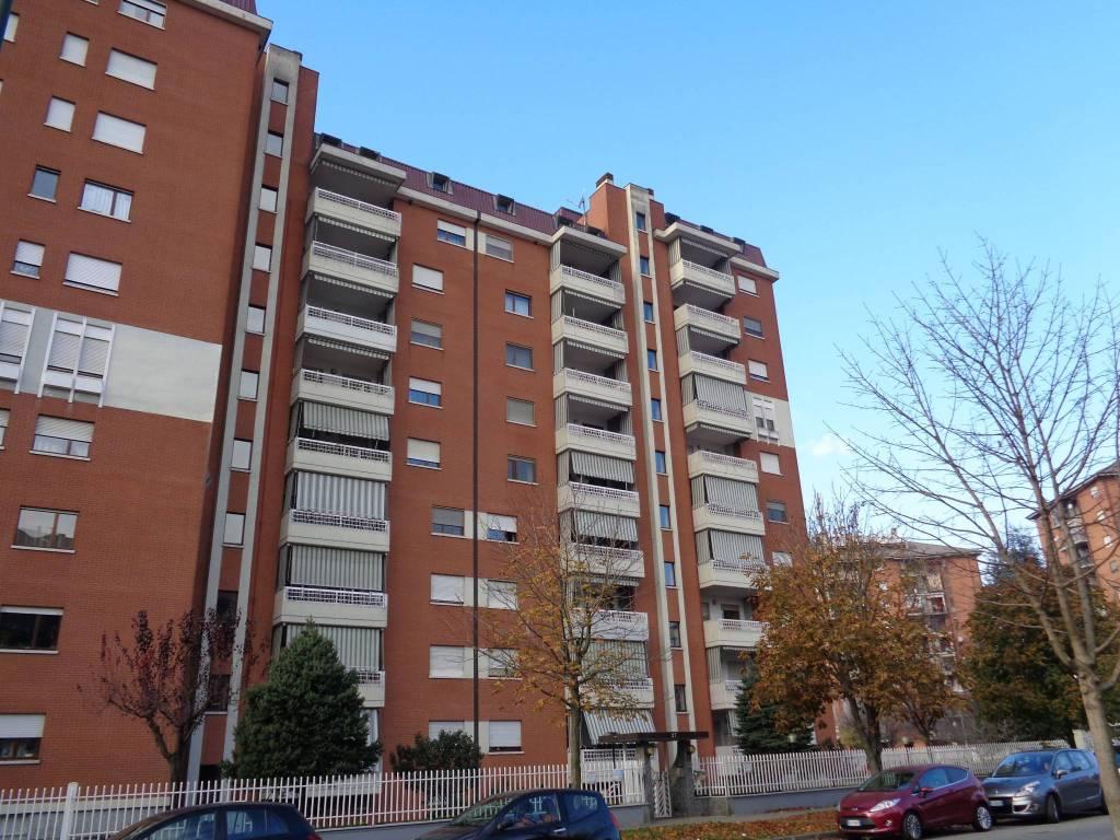 Appartamento in buone condizioni in affitto Rif. 7766431