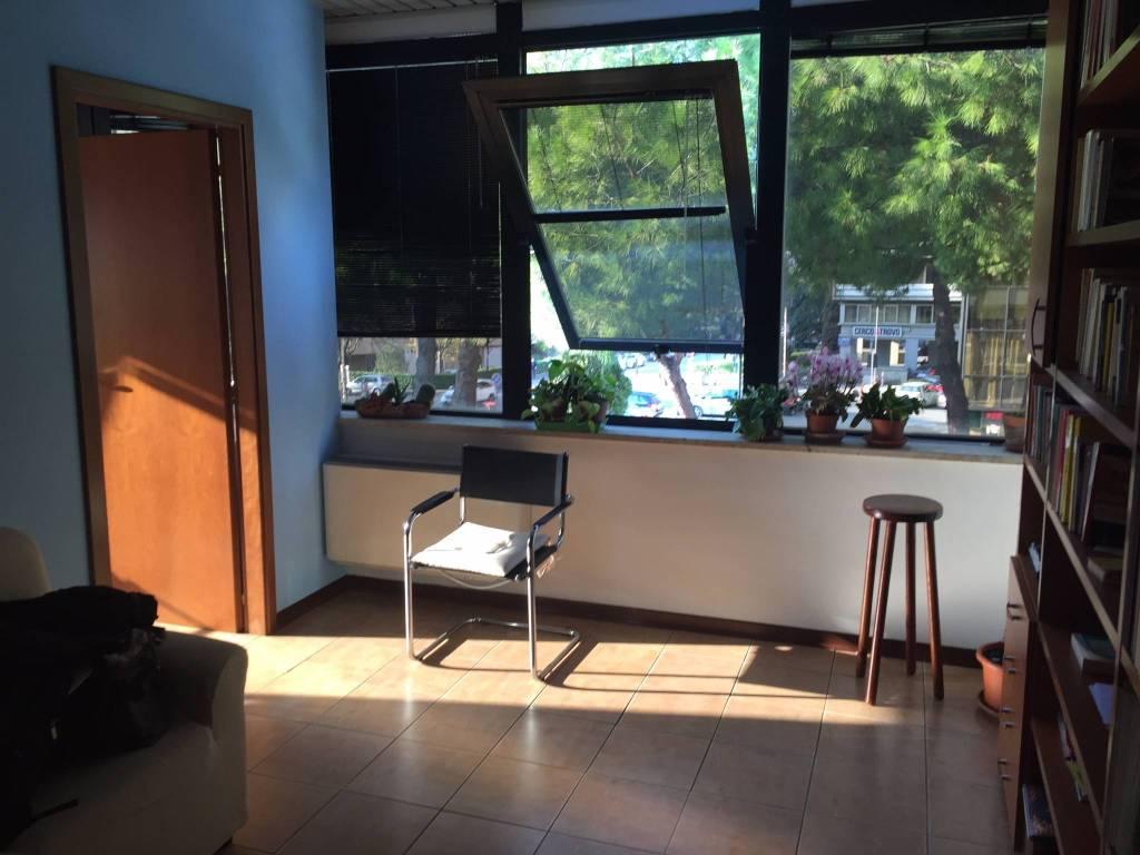Moderno Ufficio/Studio vicino fermata del mini metrò Rif. 8573136