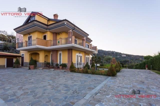 Albergo in vendita a Laureana Cilento, 6 locali, prezzo € 690.000 | CambioCasa.it