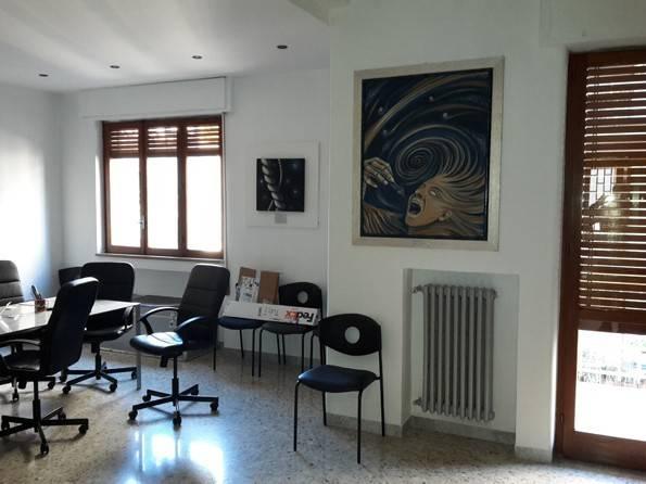 Appartamento in buone condizioni in affitto Rif. 9244644