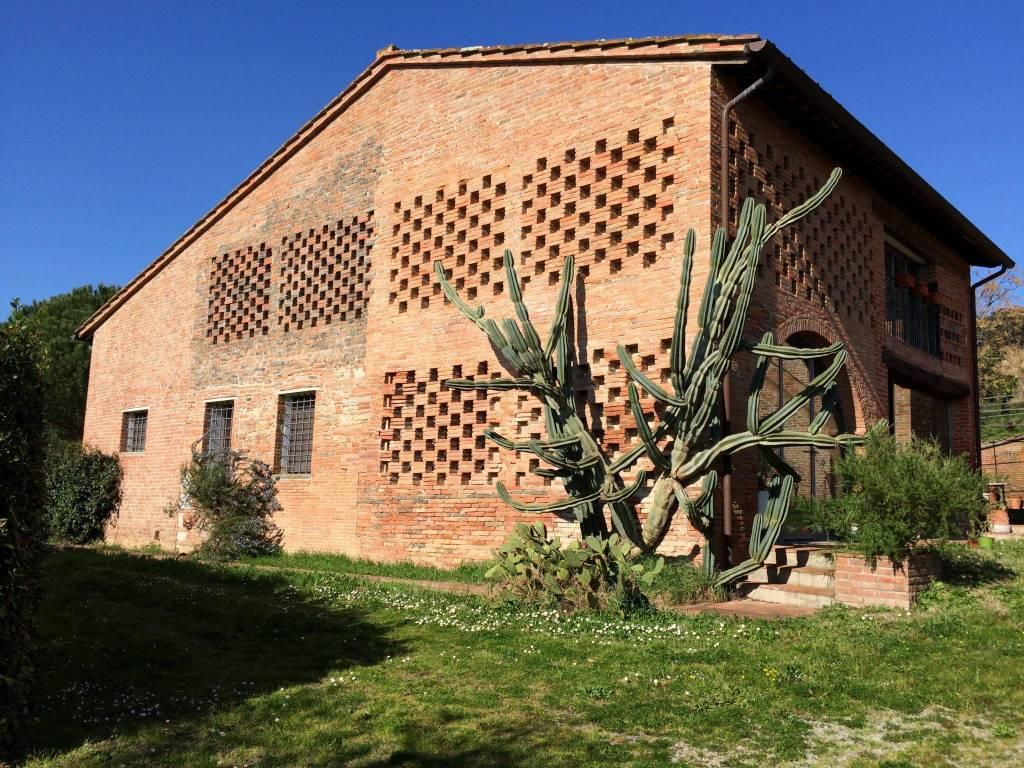 Rustico in Vendita a Pontedera: 5 locali, 750 mq