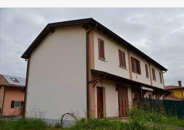 Villa a Schiera in vendita a Zinasco, 3 locali, prezzo € 165.000 | CambioCasa.it