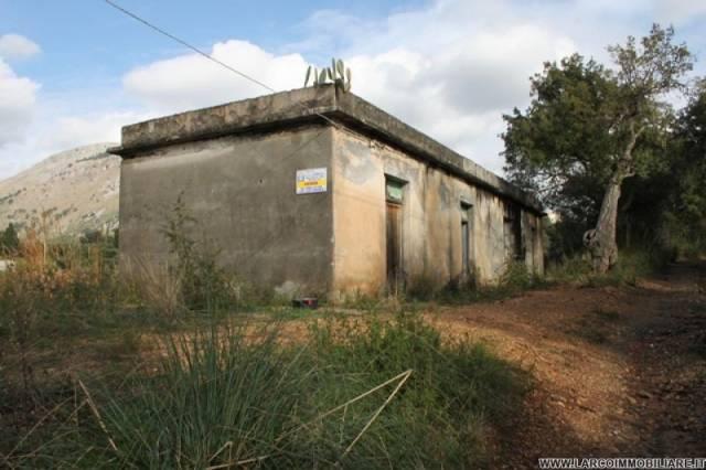 Rustico / Casale da ristrutturare in vendita Rif. 4300756