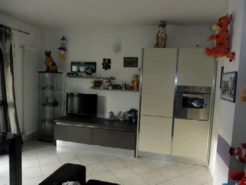 Appartamento in ottime condizioni in vendita Rif. 4381062