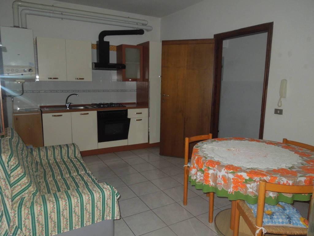 Appartamento in affitto a Suno, 2 locali, prezzo € 350 | CambioCasa.it