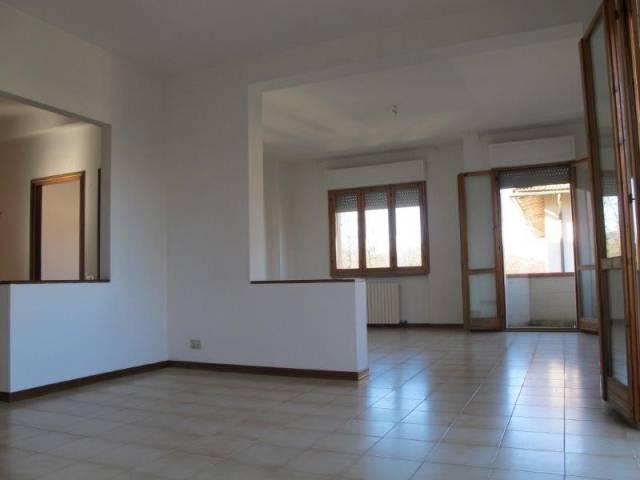 Appartamento in Affitto a Quarrata Centro: 5 locali, 130 mq