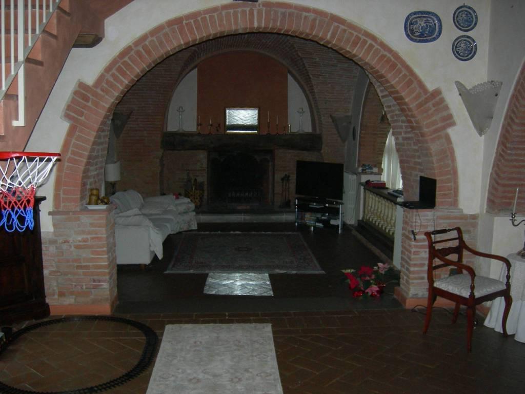 Rustico in Vendita a Pontedera: 5 locali, 200 mq