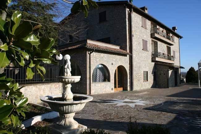 Rustico / Casale in vendita a Fabro, 24 locali, prezzo € 1.900.000 | CambioCasa.it