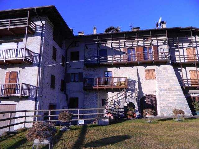 Appartamento in ottime condizioni arredato in vendita Rif. 4366254