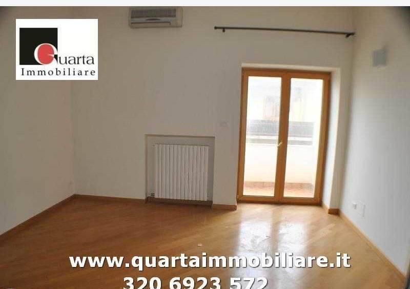Appartamento in ottime condizioni in vendita Rif. 8327049