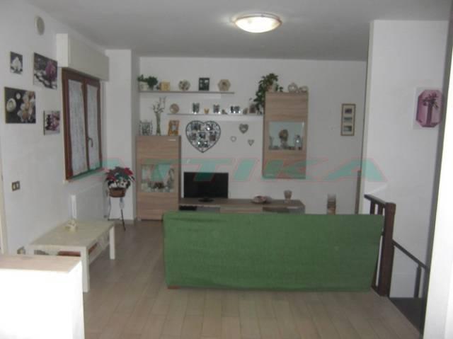 Appartamento in buone condizioni in vendita Rif. 4210895