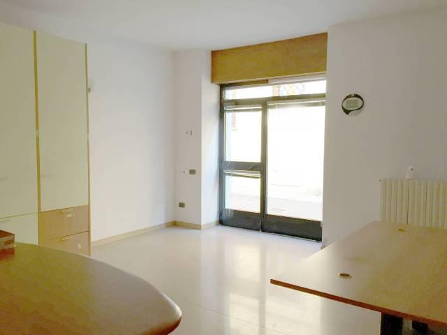 Ufficio / Studio in affitto a Caravaggio, 2 locali, prezzo € 700 | CambioCasa.it