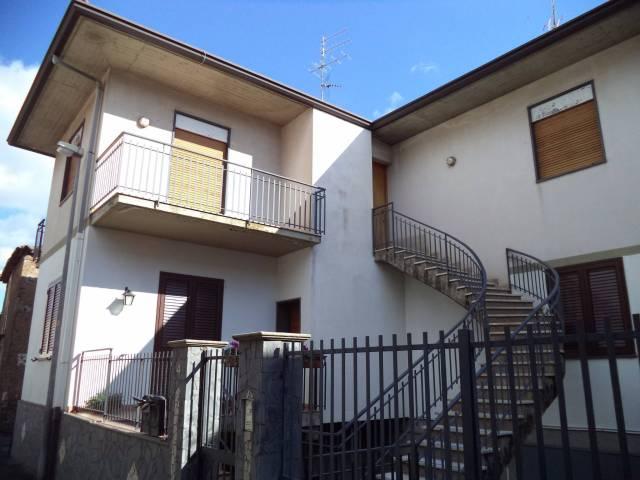 Appartamento in buone condizioni in vendita Rif. 4551237