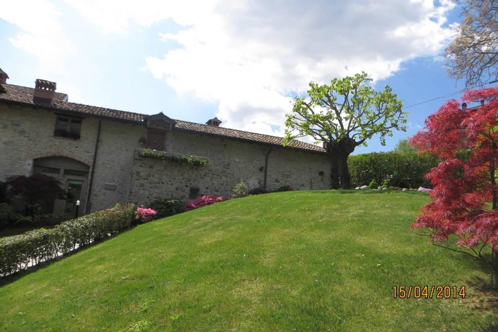 Appartamento in ottime condizioni in vendita Rif. 8269057