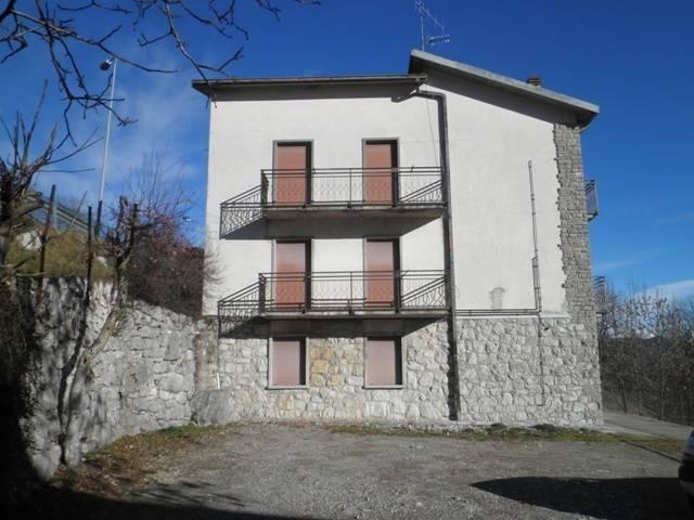 Appartamento in vendita a Roncola, 4 locali, prezzo € 34.000 | CambioCasa.it