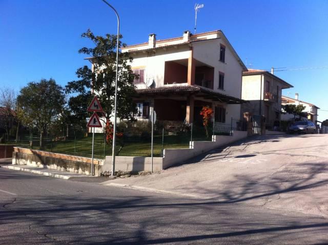 Appartamento in buone condizioni parzialmente arredato in vendita Rif. 4391800