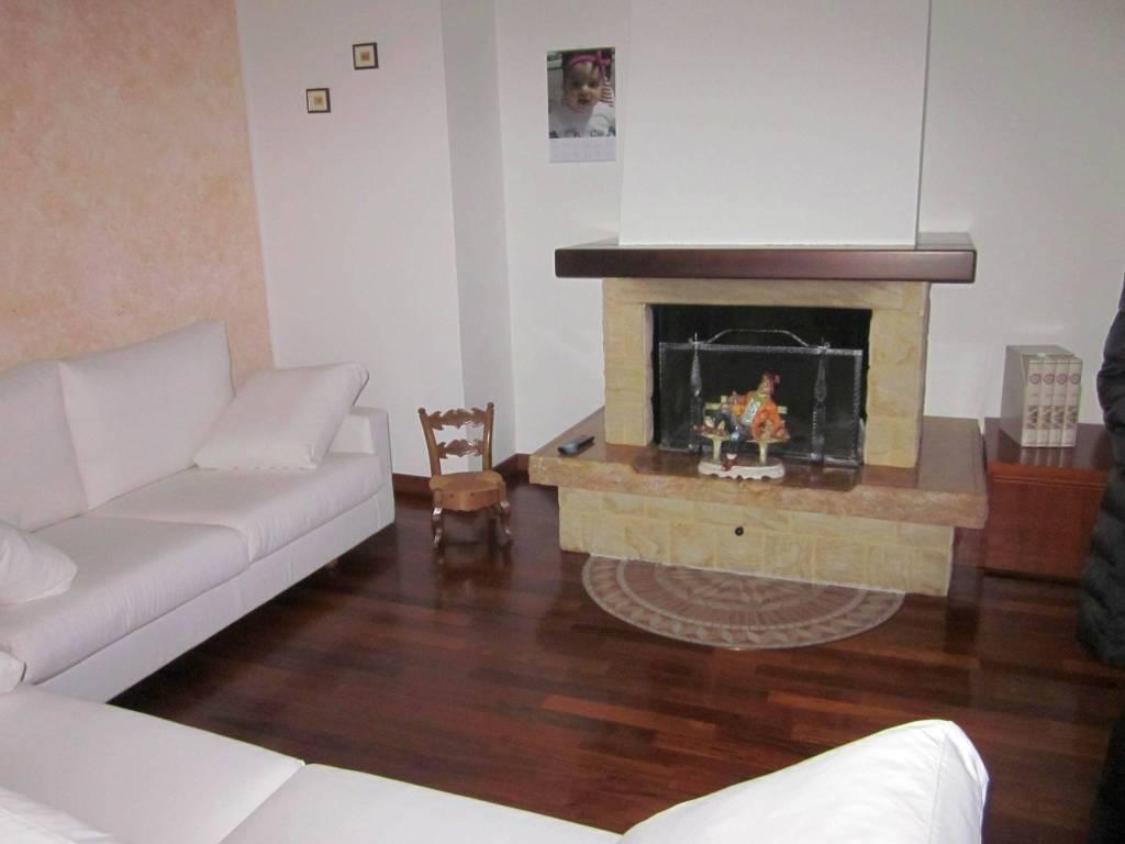 Appartamento in vendita a Cocquio-Trevisago, 3 locali, prezzo € 190.000 | PortaleAgenzieImmobiliari.it