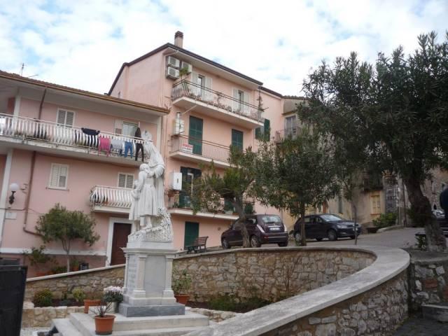 Appartamento in buone condizioni in vendita Rif. 4342171