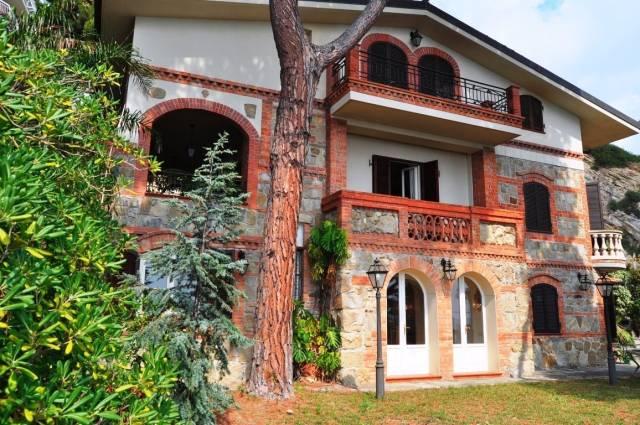 Villa in Vendita a San Remo Periferia Ovest: 5 locali, 476 mq