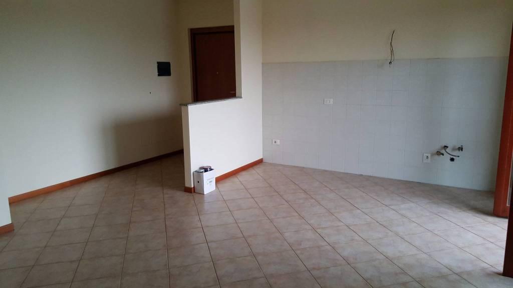 Appartamento in affitto a Travacò Siccomario, 3 locali, prezzo € 550 | CambioCasa.it