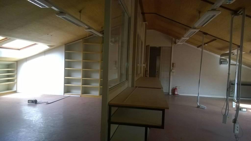 Ufficio-studio in Affitto a Carpi: 3 locali, 200 mq