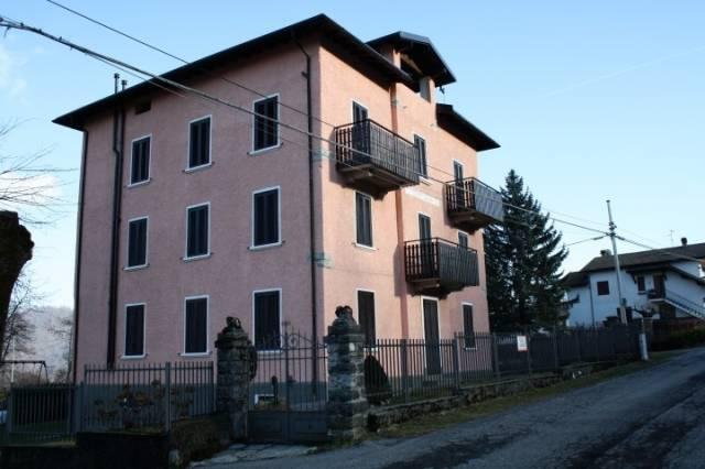 Appartamento in buone condizioni arredato in vendita Rif. 4220981