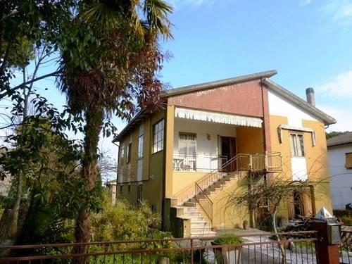 Villa 5 locali in vendita a Jesi (AN)