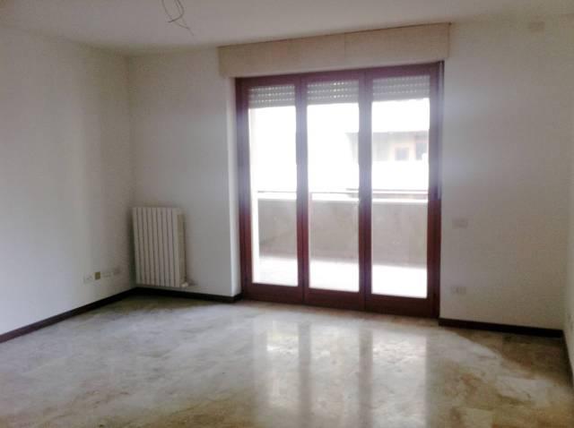 Pieve Emanuele (MI) affittasi ampi trilocali con terrazzo, in ottimo stato ristrutturati, non arred