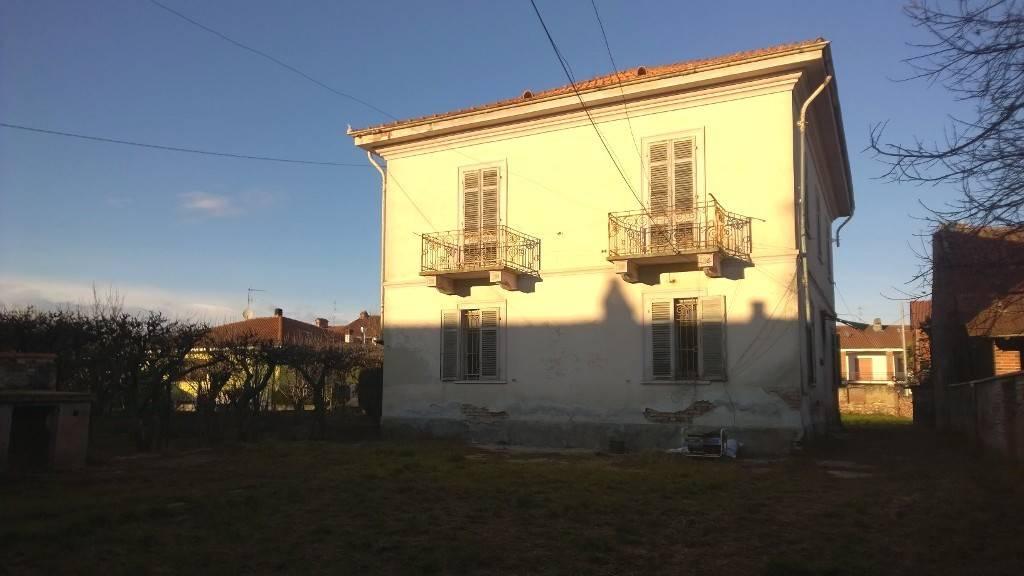Villa in vendita a Borgo d'Ale, 6 locali, prezzo € 85.000 | PortaleAgenzieImmobiliari.it